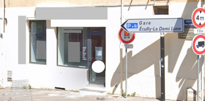 PLEIN CENTRE DE TASSIN local commercial 50m² vitrine