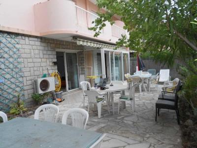 ST RAPHAËL 2 pièces de 38m² au rez-de-chaussée avec jardin de 80m² et terrasse dans domaine privé, sécu ...