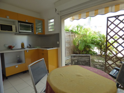 St François: Studio en rez-de-jardin