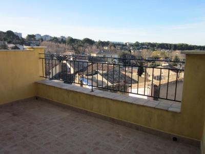 Studio de 35m² avec terrasse, centre-ville de Lambesc (13410)