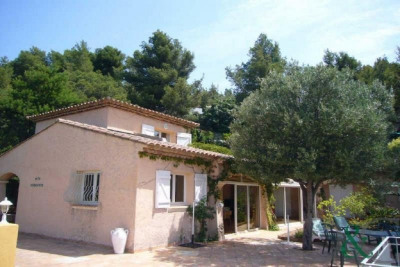 Bormes Les Mimosas Villa for sale near shops with swimming