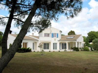 Villa de standing 192m² sur terrain paysagé de 300
