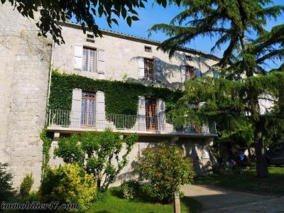 Maison de village prayssas - 8 pièce (s) - 200 m²