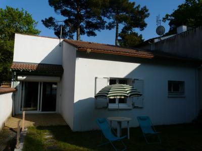 Villa au calme sous les pins, 5 kms plages / 8 couchages