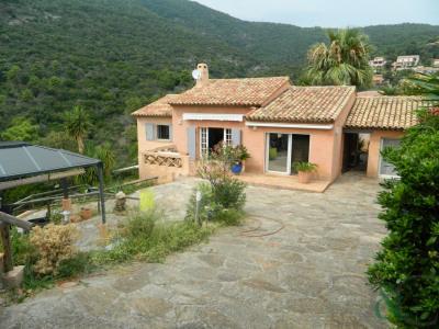 Villa Provençale à vendre sur terrain de 4910 m² avec vue dé