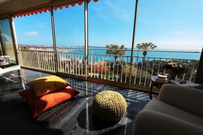 Dernier étage, toit terrasse avec vue panoramique mer