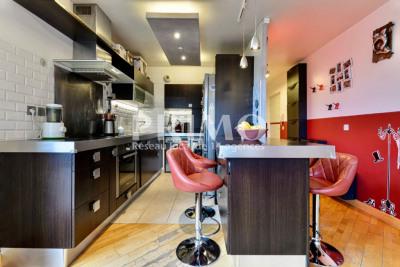 Appartement de 84 m², 3 chambres, balcon, cave et parkings