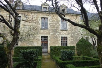 Prieuré XVI° à 25 mn d'Angers