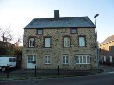 Maison de ville en pierre proche Coutances