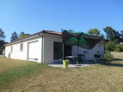 LA BREDE, maison de plain pied récente très agréable sur 2000 m²