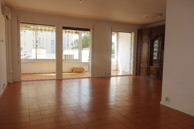 Appartement T5 + garage en sous-sol