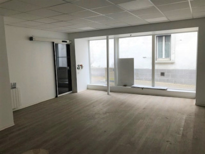 Local commercial 44260 3 pièce (s) 54 m²