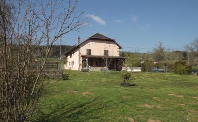 Belle maison avec cachet sur 1949 m² de terrain paysager
