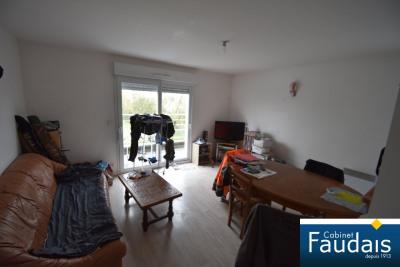Isigny-Sur-Mer: Appartement en bon état avec balcon