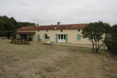 Maison de 300m² avec terrain et grande dépendance