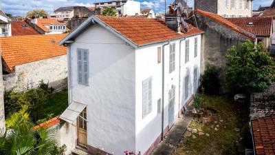 Immeuble + maison + T1 pau - 442 m²