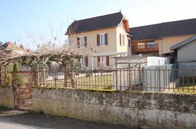 Ancienne école située au centre du village sur 876 m² de ter