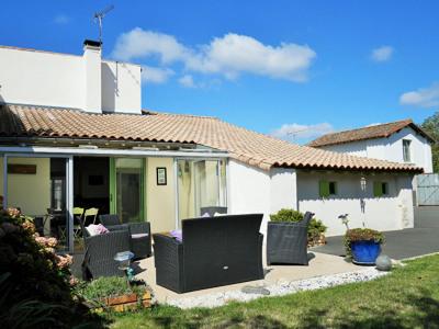 Maison restaurée 20mn Niort et 30mn La Rochelle