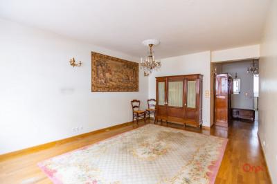 MAIRIE DU XV - MÉTRO VAUGIRARD. En plein coeur du 15ème arrondissement de Paris, cet appartement d'une su ...