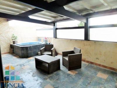 Appartement avec terrasse au premier etage