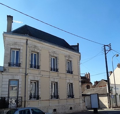 Sale house / villa Montargis 243 000€ - Picture 1