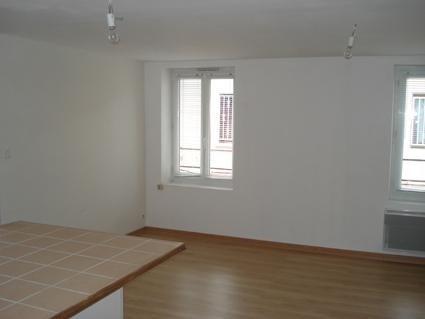 Location appartement Bourgoin jallieu 395€ CC - Photo 1