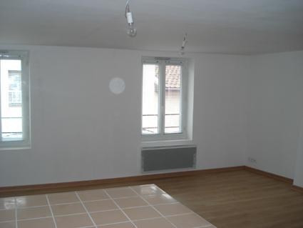 Location appartement Bourgoin jallieu 395€ CC - Photo 2