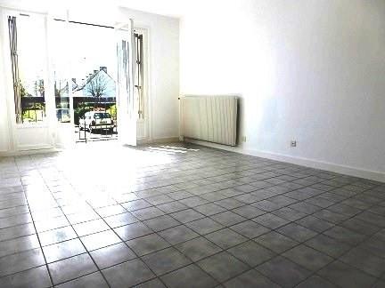 Rental apartment Maurepas 745€ CC - Picture 1
