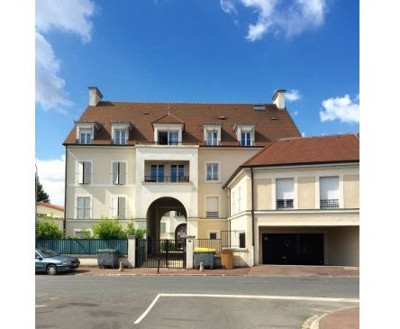 Rental parking spaces Montlhery 45€ CC - Picture 1