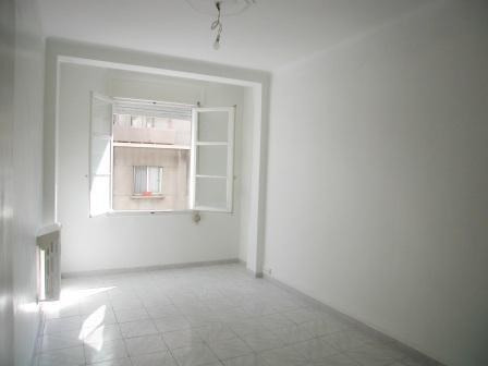 Location appartement Marseille 7ème 831€ CC - Photo 1