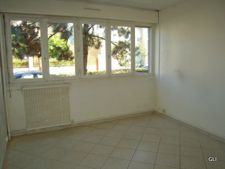 Location appartement Lyon 8ème 630€ CC - Photo 1