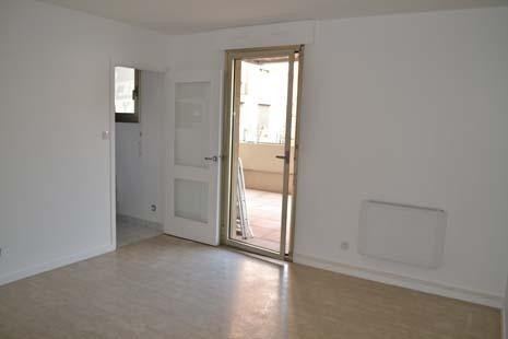 Rental apartment Lyon 4ème 738€ CC - Picture 2