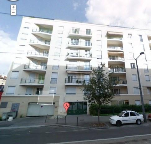 Rental apartment Lyon 8ème 667€ CC - Picture 1