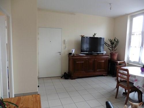 Location appartement Bu 705€ CC - Photo 1