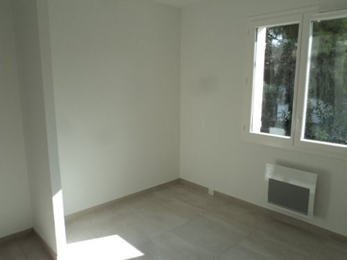 Location maison / villa Marignane 1 100€ CC - Photo 4