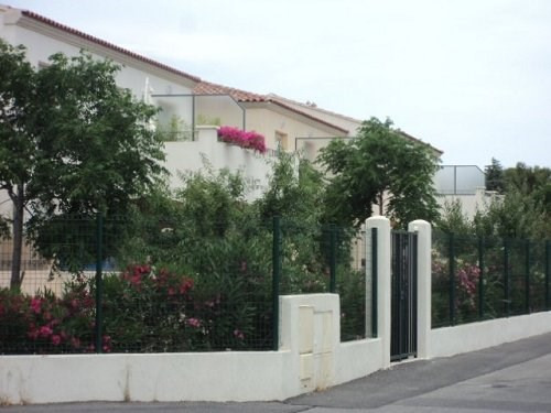 Location appartement Marignane 899€ CC - Photo 1