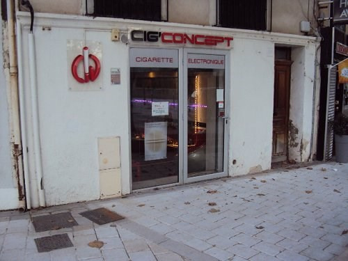 Location local commercial Martigues 550€ CC - Photo 1