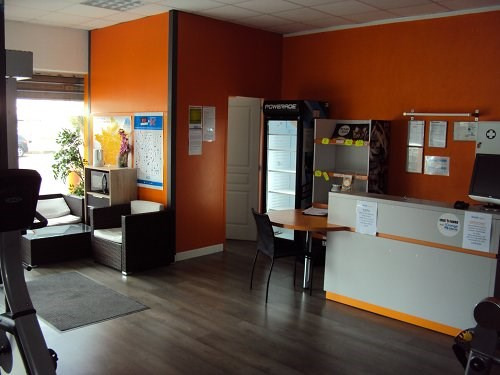 Location local commercial St mitre les remparts 5 000€ CC - Photo 3