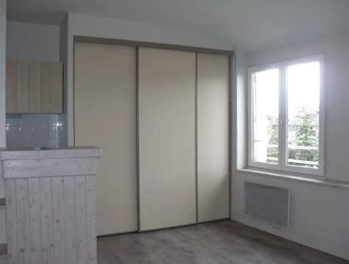 Location appartement Poitiers 306€ CC - Photo 3
