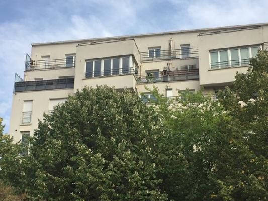 Rental apartment Saint-denis 1070€ CC - Picture 1