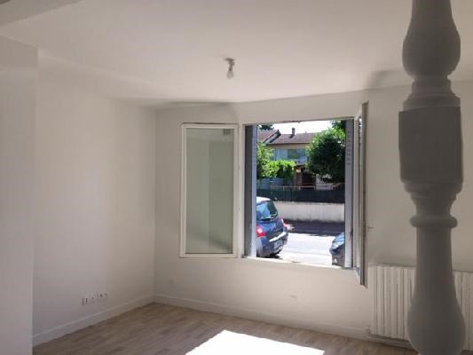Rental apartment Livry-gargan 860€ CC - Picture 2