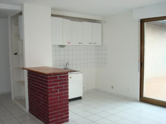 Location appartement Coubron 595€ CC - Photo 1