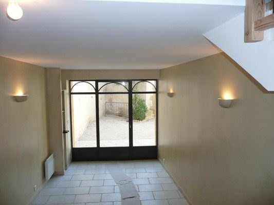 Location maison / villa Lambesc 958€ CC - Photo 3