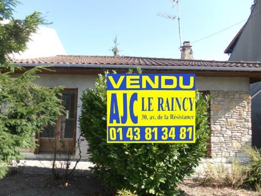 Sale house / villa Montfermeil 242000€ - Picture 1
