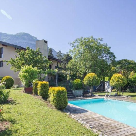 Deluxe sale house / villa Bossey 1 575 000€ - Picture 1