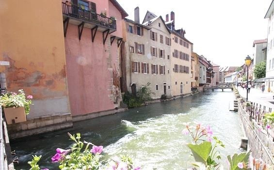 Deluxe sale apartment Annecy 609 500€ - Picture 2