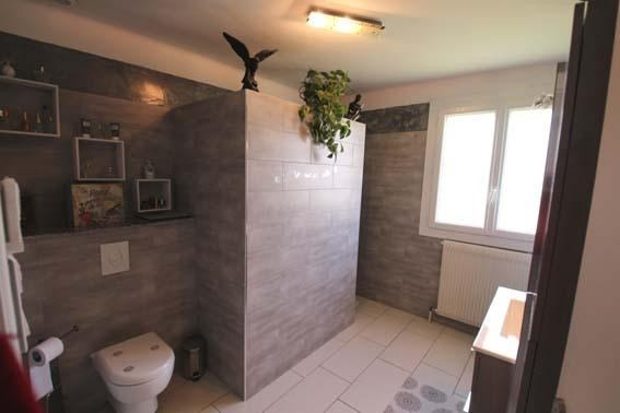 Vente maison / villa Trept 267000€ - Photo 5
