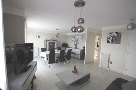 Vente maison / villa Trept 267000€ - Photo 1