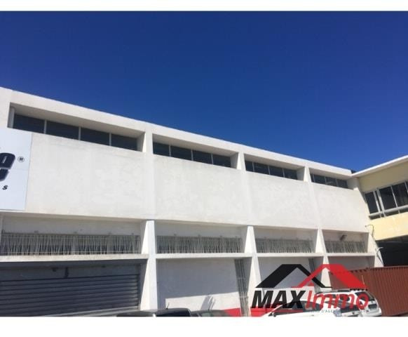 Location local commercial St pierre 8 250€ HT/HC - Photo 3
