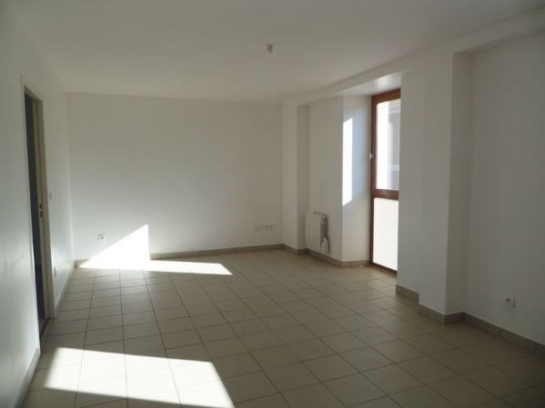 Rental apartment Bouray sur juine 840€ CC - Picture 2